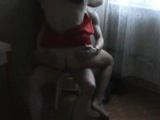Guy bangs his curvy lady in homemade movie