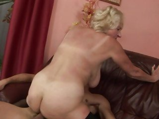 Rampant granny gets her soggy cunt pulverized