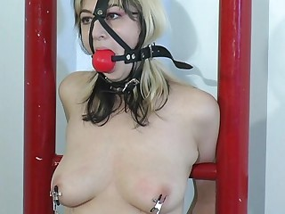 She went to a bondage master to get squirt.Her weakness is being tied up while the master is playing her pussy with vibrator putting on her tit and pussy for an  explainable feeling for her to reach what this babe wants.