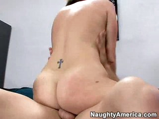 Bubble wazoo brunette Valerie Luxe gets rammed by a thick cock