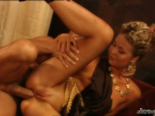 Hot delightsome Yasmine Goldsplits her slits and feels the ideal fuck she wanted