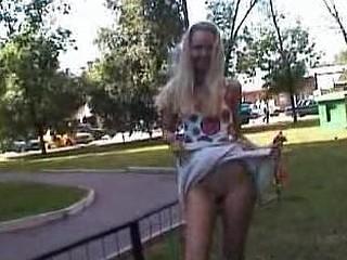 Hawt golden-haired displays her nudity in public