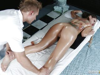 First he oils her sexy body and massages her hot round booty and big breasts before spreading her sexy oiled legs and fingers that big pussy between them. This babe enjoys the way he stimulates her clitoris using that vibrator while he fingers her, look at those oiled thighs, will he cum on them?
