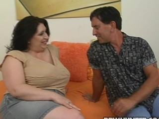 Guy fingers and bonks luscious vagina of one nasty bulky woman