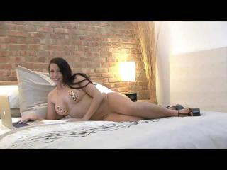 Two horny babes love a threesome when they get their asses fucked