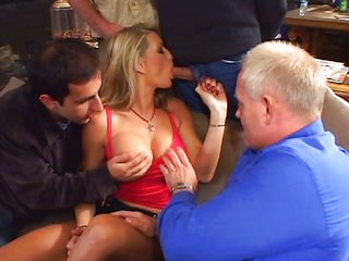 Horny Vicky handles a bunch of weenies
