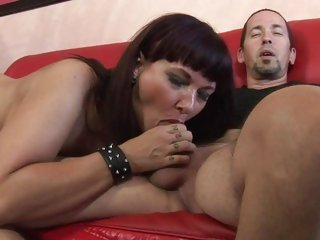 Luscious Carrie Ann wraps her lips around a huge dick